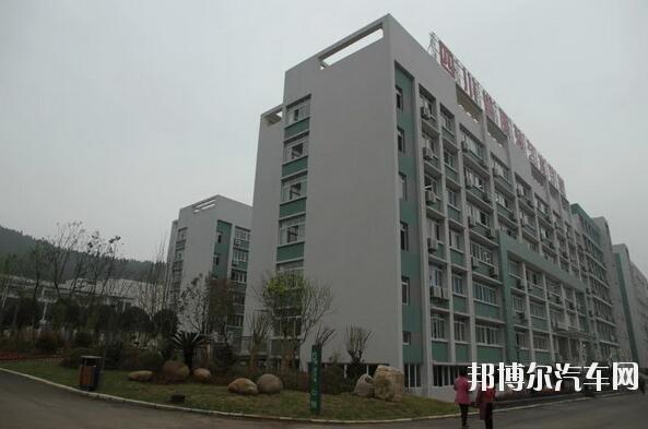 四川服装艺术汽车学校招生办联系电话